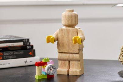Lego træfigur med Lego-klodser