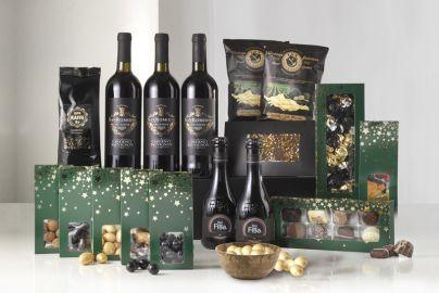 Stor gaveæske med øl, vin, julegodter og kaffe
