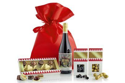 Gavepose med vin og lækkerier