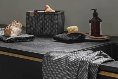 Georg Jensen Damask gavepakke med brødkurv, 2 køkkenhåndklæde og 2 karklude - sort