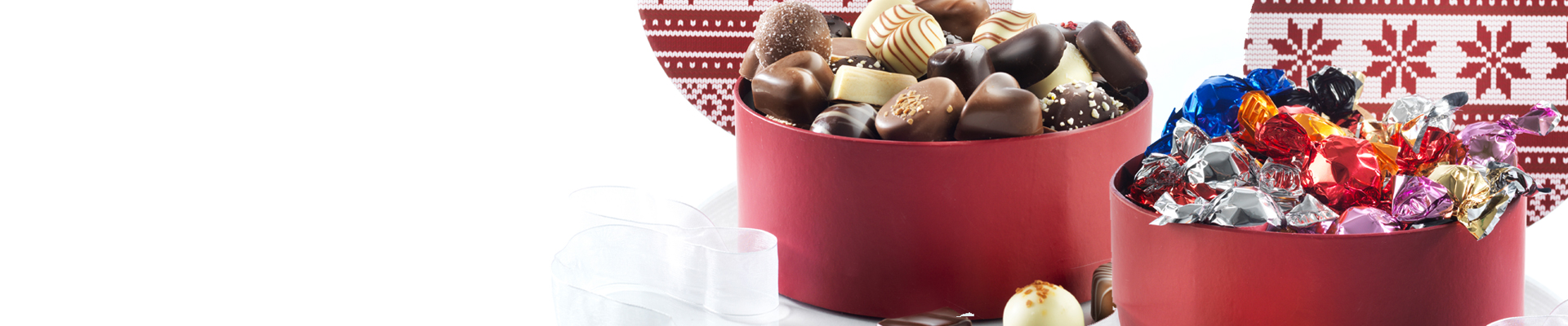 Hyggelige hatteæsker fyldt med lækkerier